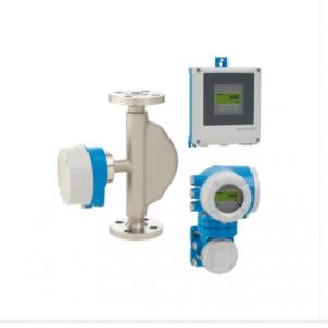 Débitmètre massique Coriolis Promass E500 avec son transmetteur et son enregistreur pour les applications standards